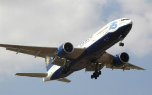 Boeing 777-200ER landing
