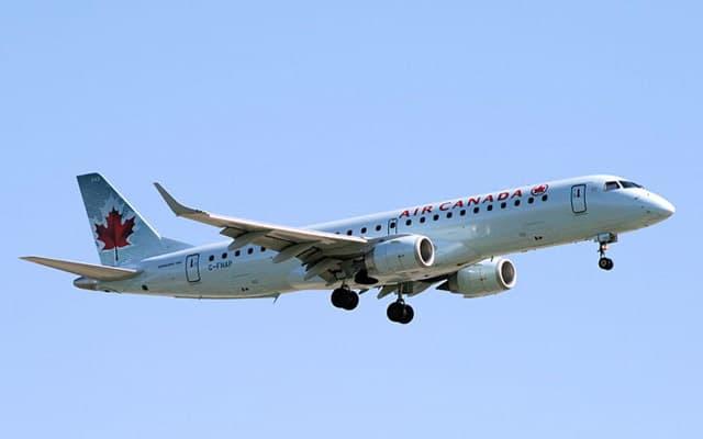 Embraer 195 landing