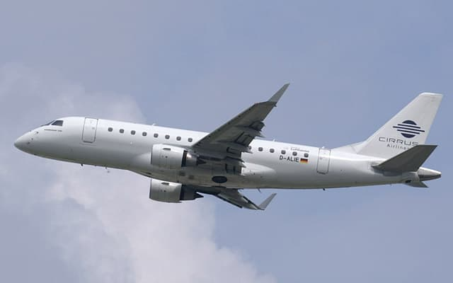 Embraer 170 flight