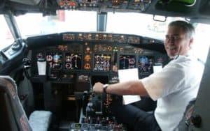 Embraer ERJ 140 cockpit flight deck