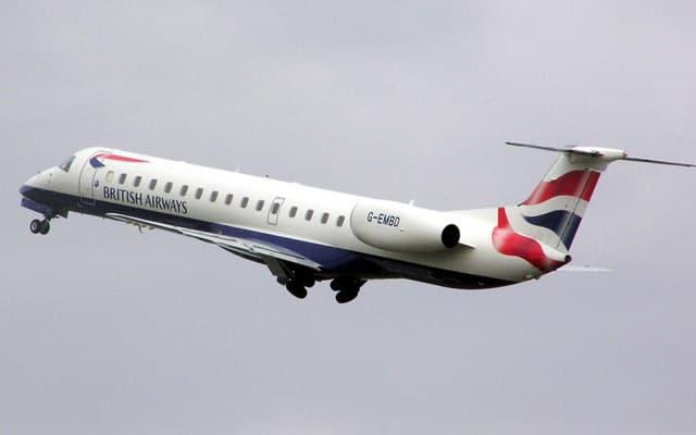 Embraer ERJ 145 in air