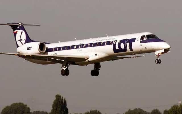 Embraer ERJ 145 landing